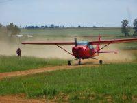 Flugzeug auf der Landebahn